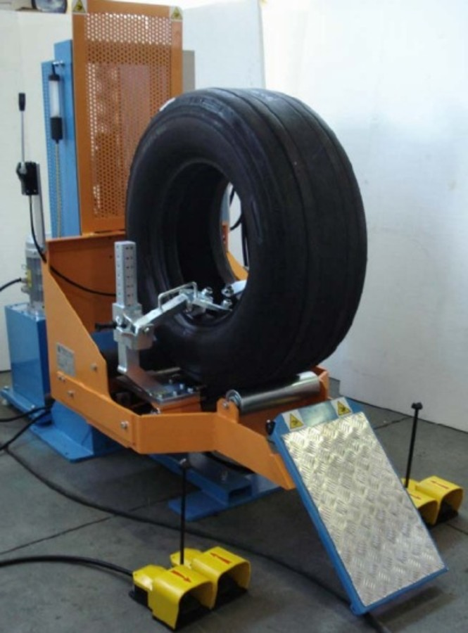 VERTICAL INSPECTION SPREADER - AVIO for aircraft tyres